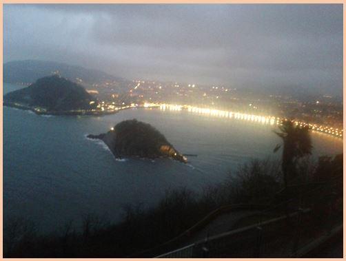 Vista nocturna de Bahía de la Concha
