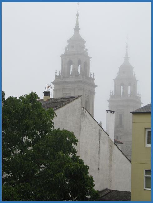 Catedral de Lugo desde la muralla romana - Entre la Niebla