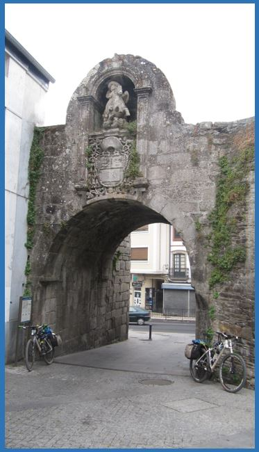 Puerta de Santiago - Muralla Romana de Lugo